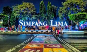 Jalan-Jalan di Kawasan Simpang Lima Semarang